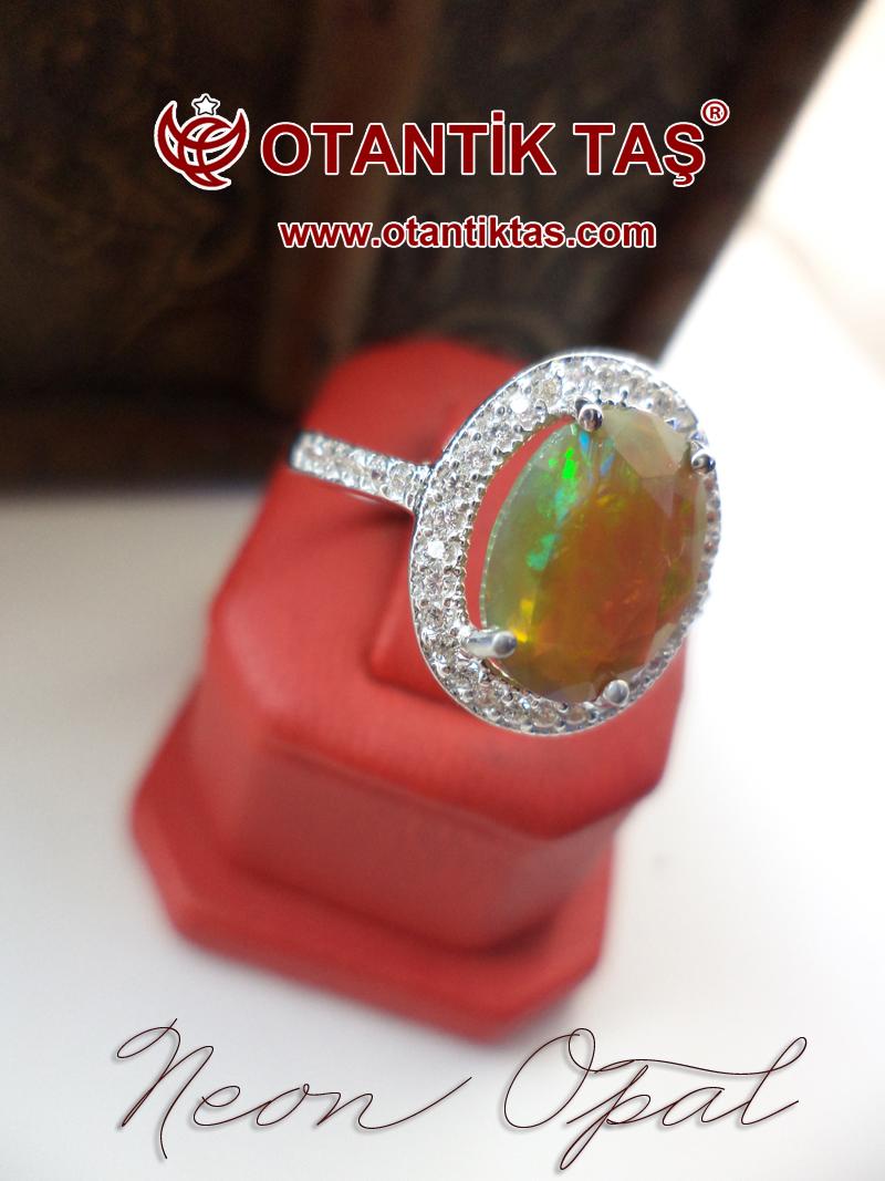 Neon Opal Taşı