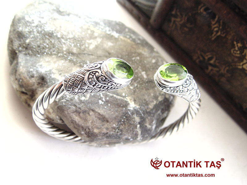 Peridot Taş Gümüş Bileklik